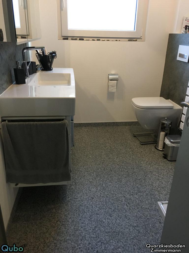 Badezimmer mit Steinteppich