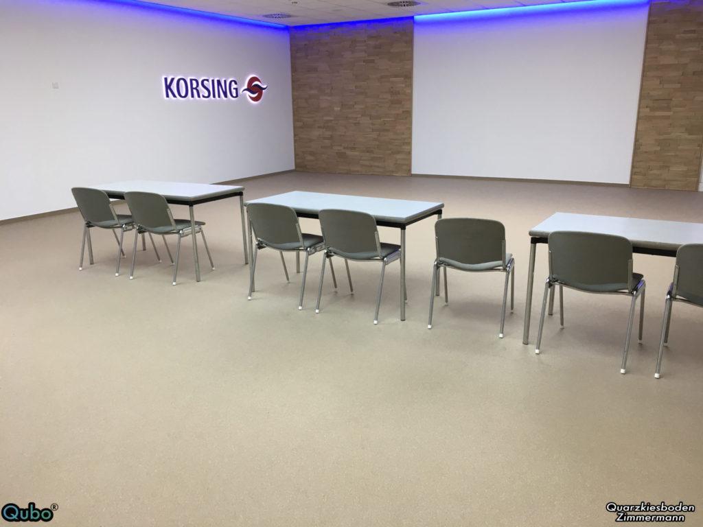 Konferenzsaal mit Steinteppich