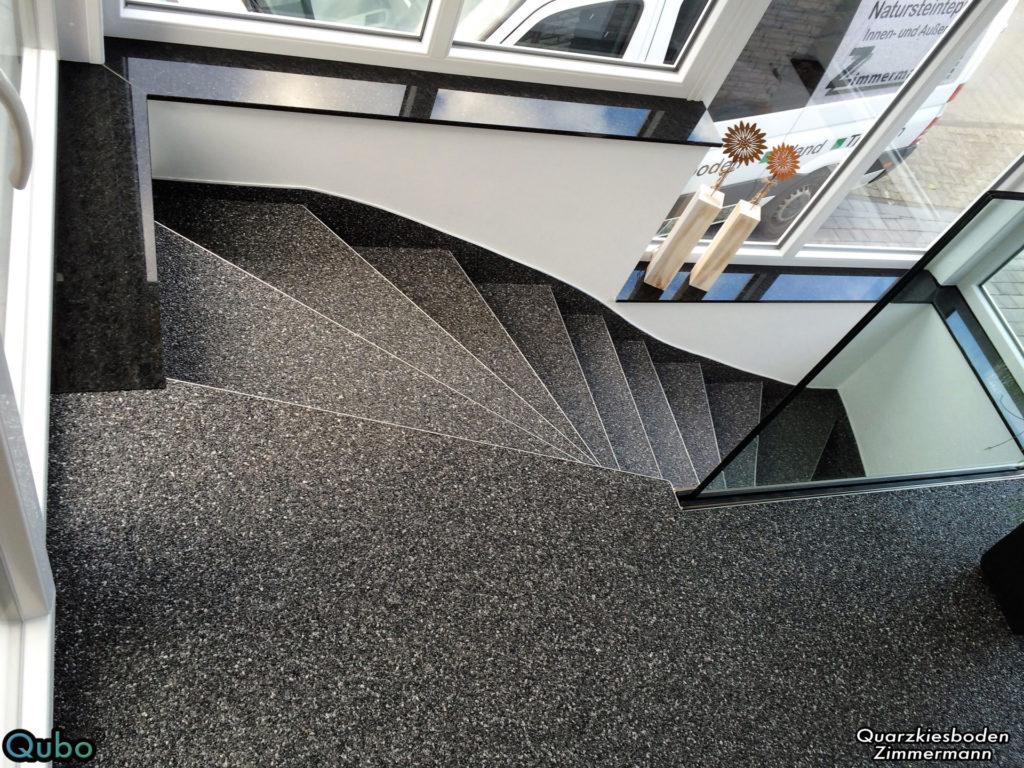 Treppe mit Steinteppich