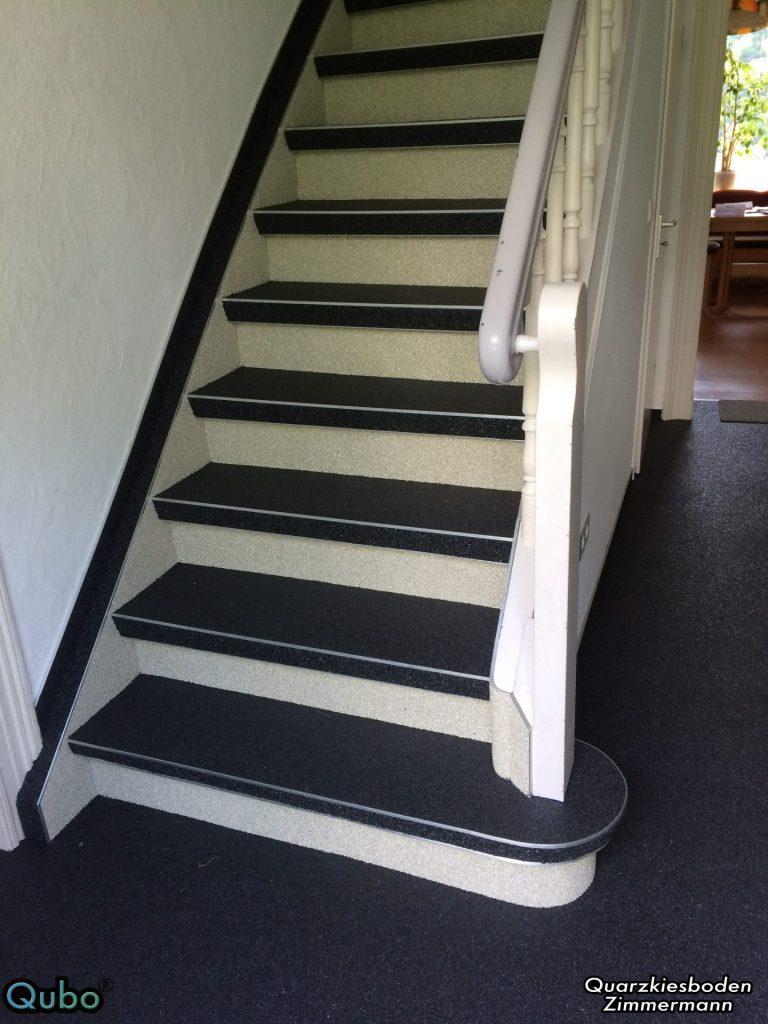 Holztreppe mit Steinteppich saniert