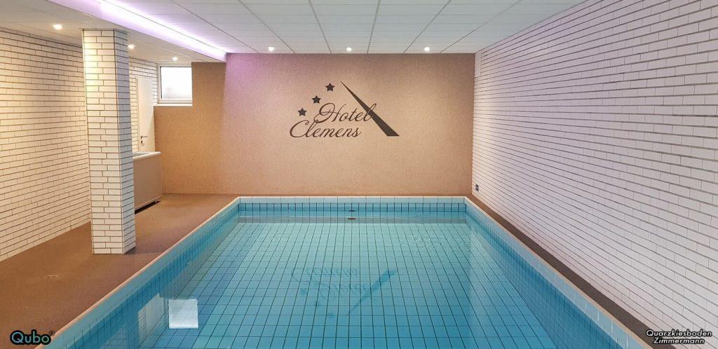 Steinteppich Schwimmbad Wand Poolumrandung